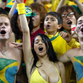 喜びいっぱいブラジル美女